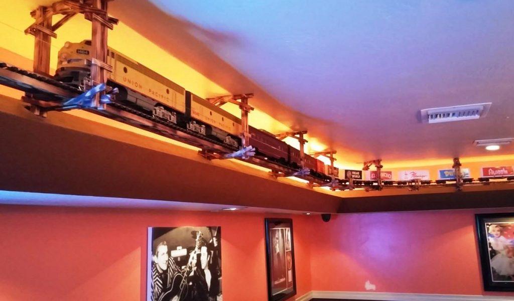 Model Train Old Las Vegas Tavern